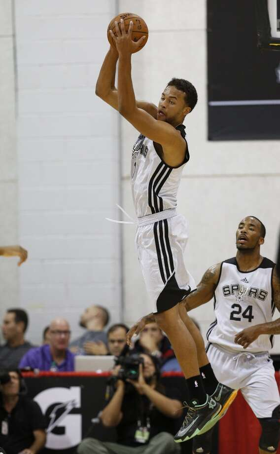 San Antonio Spurs' Kyle Anderson pulls in a rebound against the Sacramento Kings during an NBA summer league basketball game Friday, July 11, 2014, in Las Vegas. Photo: John Locher, Associated Press