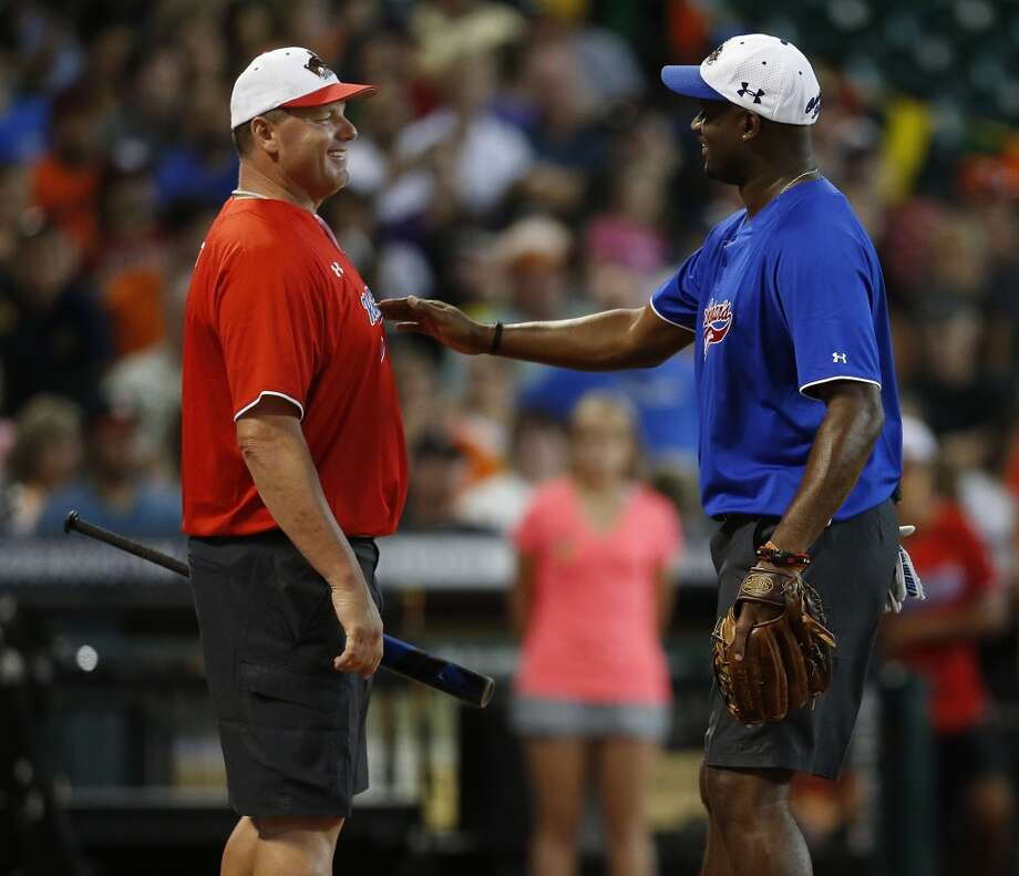 Roger Clemens chats with Vince Young. Photo: Karen Warren, Houston Chronicle