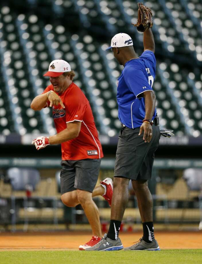 Vince Young gets ready to throw his glove at Shane Lechler who runs home after his home run. Photo: Karen Warren, Houston Chronicle