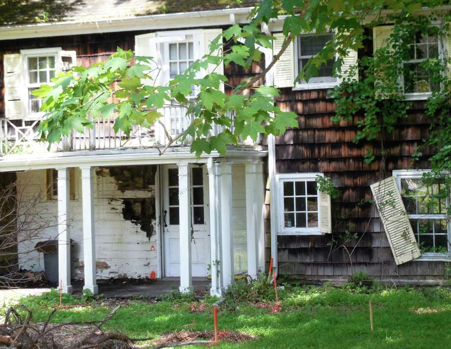 The Planning & Zoning Commission recently heard plans for the restoration of the Meeker House, a Georgian-style home builit around 1790. Photo: Anne M. Amato / westport news