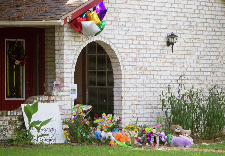 A memorial is seen in front of the home where seven people were shot, Friday, July 11, 2014, in Spring. The shooting took place Wednesday killing six people including four children and two adults, who were shot to death after an apparent domestic dispute. Photo: Cody Duty, Houston Chronicle / © 2014 Houston Chronicle