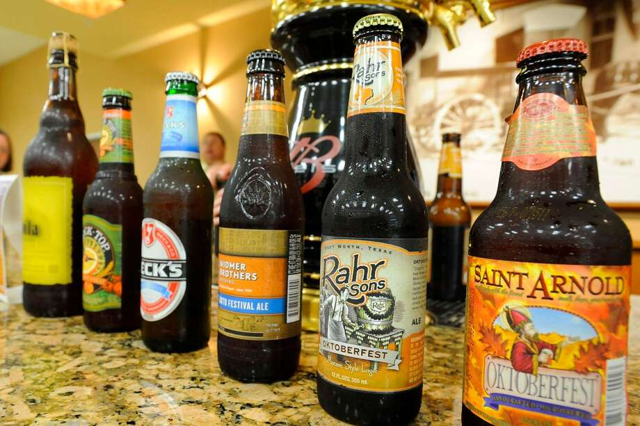 Guests enjoy a sampling of fall craft beers during a tasting at Del Papa in Beaumont.   Thursday, September 15, 2011 Valentino Mauricio/The Enterprise Photo: Valentino Mauricio/The Enterpris