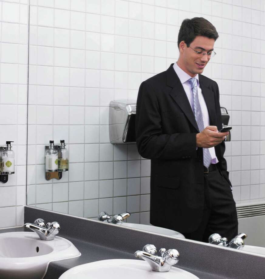 53 percent use their smartphones in the bathroom. Photo: Getty Images/Cultura RF / Cultura RF