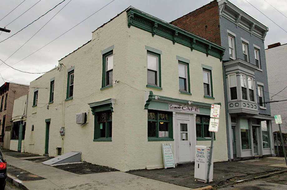 TIMES UNION PHOTO BY LUANNE M. FERRIS   Thursday, Jan. 19, 2006, Troy, NY,  Carmen's Cafe,  at 198 First St. formerly Isabella's.  Exterior photo of layout. Photo: LUANNE M. FERRIS / ALBANY TIMES UNION