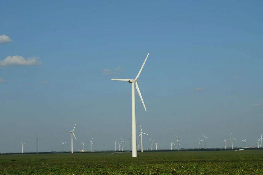 Texas' largest wind farm is about 4.5 times the size of Manhattan.Texas is considered to be the leader in wind energy in the U.S. — Roscoe Wind Farm (above). It has a 781-megawatt capacity and it can power 230,000 homes.  Source: CBS News  Read more on Business Insider Photo: Courtesy Photo/Rosson Studio