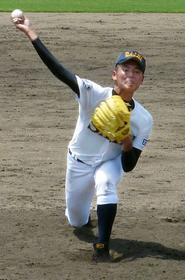 Saibi High School's Tomohiro Anraku, a top prospect, threw 183 pitches at a tournament a day after a 137-pitch outing. Photo: Associated Press