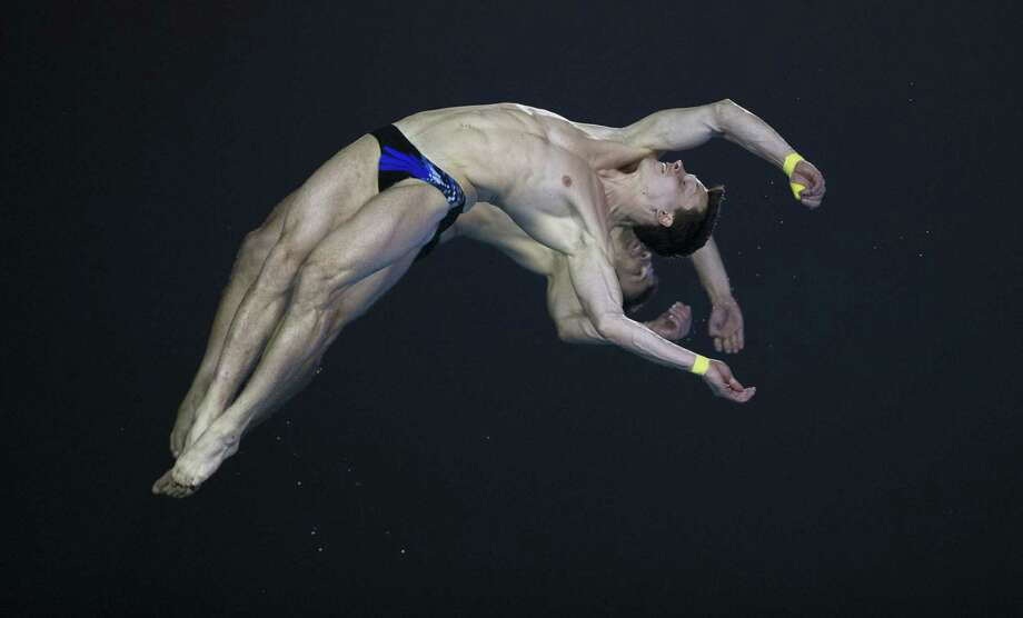 Germany's Sascha Matthias Klein and Patrick Hausding jump during the men's 10M Synchro Springboard Final during the 19th FINA Diving World Cup on July 16, 2014 in Shanghai. China won ahead of Germany (2nd) and USA (3rd). Photo: JOHANNES EISELE, AFP/Getty Images / AFP
