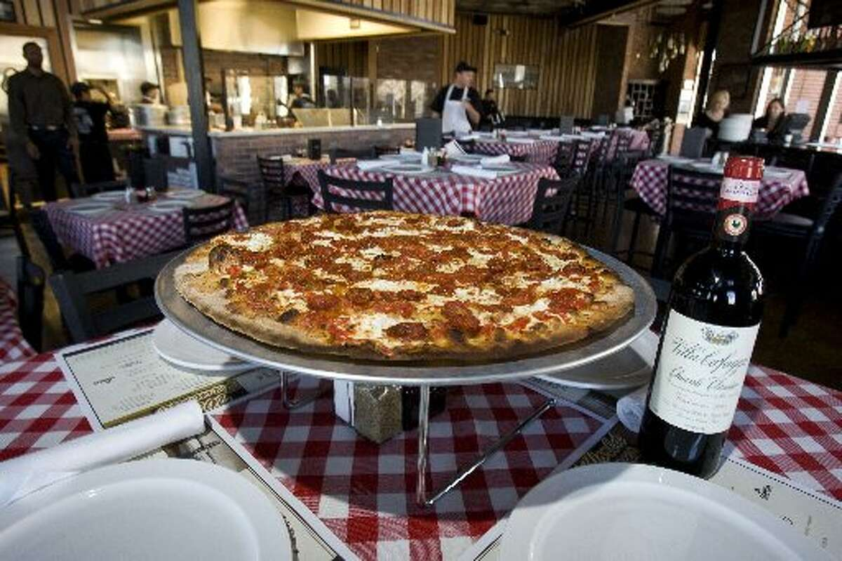 Grimaldi's Pizzeria: Get a 16-inch Grimaldi's pizza for $10.40 on Monday only.