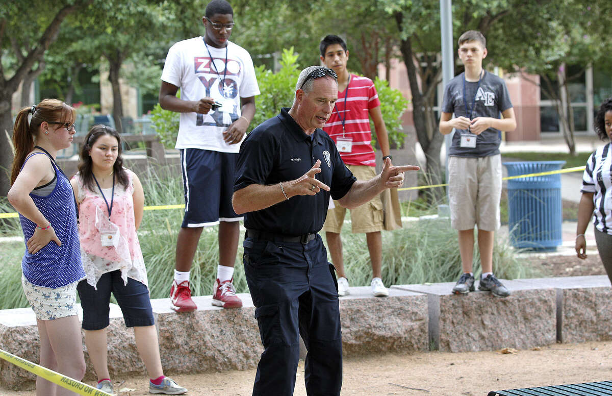 Robert Ross, a senior crime investigator for the San Antonio Police Department, instructs participants in the UTSA Criminal Justice Summer Camp on dealing with the crime scenes.