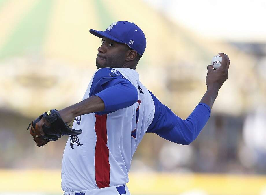 Skeeters pitcher Tracy McGrady warms up on the mound before the start of the Atlantic League All-Star game at Constellation Field, Wednesday, July 16, 2014, in Sugar Land. ( Karen Warren / Houston Chronicle  ) Photo: Karen Warren, Houston Chronicle