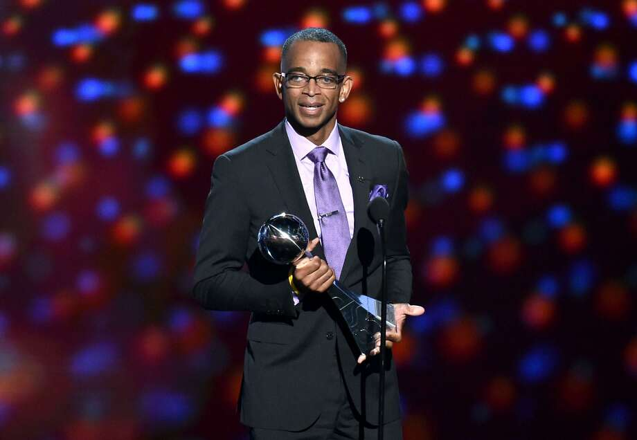 Sportscaster Stuart Scott accepts the Jimmy V award for perseverance, at the ESPY Awards at the Nokia Theatre on Wednesday, July 16, 2014, in Los Angeles. (Photo by John Shearer/Invision/AP) Photo: John Shearer, Associated Press
