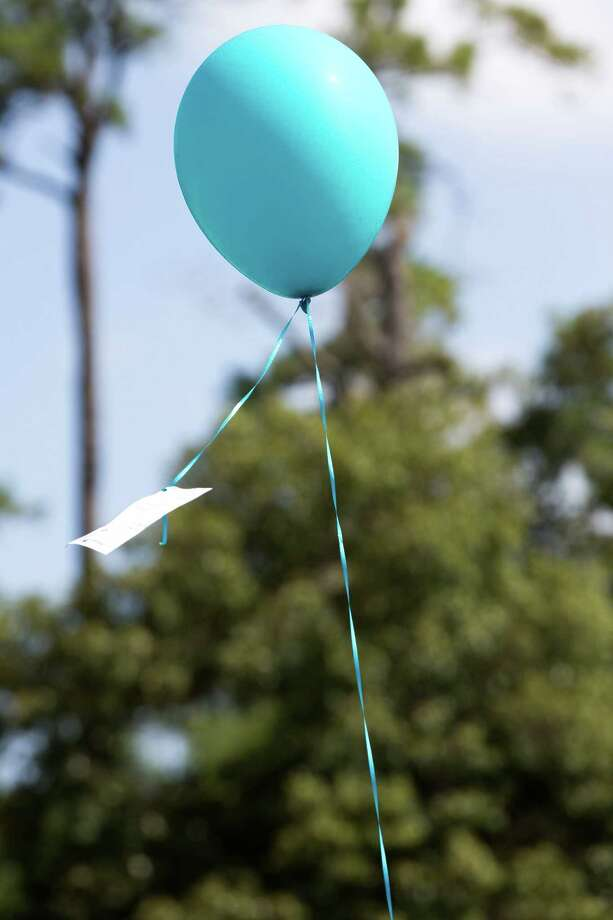 A lone balloon flies in the air during a community memorial celebrating the lives of the Stay family at Lemm Elementary School Saturday, July 12, 2014, in Spring. Photo: Brett Coomer, Houston Chronicle / © 2014 Houston Chronicle