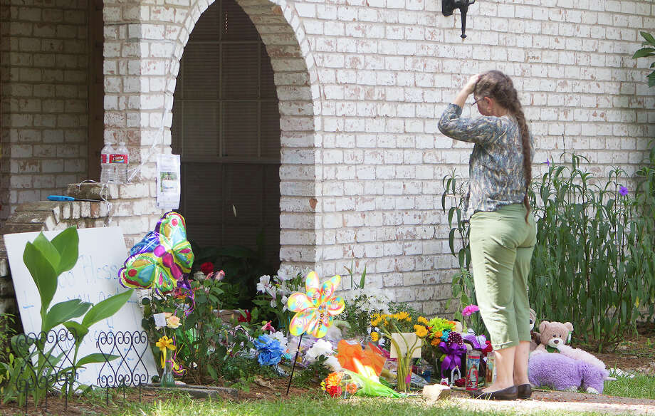 Barbara Cuneo mourns at the site of a memorial in front of the home where seven people were shot, Friday, July 11, 2014, in Spring. The shooting took place Wednesday killing six people including four children and two adults, who were shot to death after an apparent domestic dispute. Photo: Cody Duty, Houston Chronicle / © 2014 Houston Chronicle