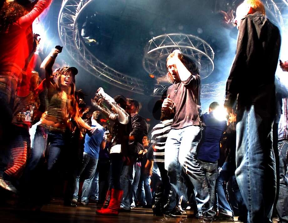 Patrons dance at the short-lived Vain nightclub on Crockett Street in Beaumont, Friday, December 16, 2011. Tammy McKinley/The Enterprise Photo: TAMMY MCKINLEY