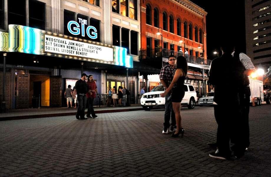 A Saturday night on Crockett Street. June 30, 2012. Tammy McKinley/The Enterprise Photo: TAMMY MCKINLEY