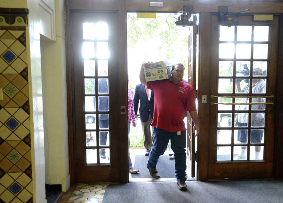 Readers tee off on the proposed streetcar system for San Antonio. Stephen Moody carries a box of petitions, in support of forcing a vote on streetcars, to the city clerk's office on July 8. Photo: Billy Calzada / San Antonio Express-News / San Antonio Express-News