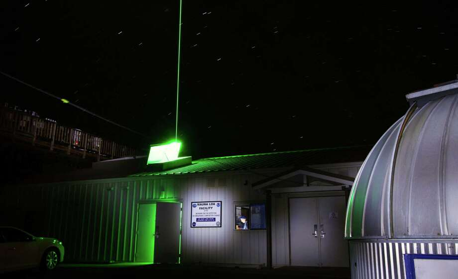 The powerful green laser beam from the lidar at the Mauna Loa Observatory detects particles of dust and other materials high over Hawaii. Photo: Forrest M. Mims III / For The Express-News / ALL RIGHTS RESERVED.