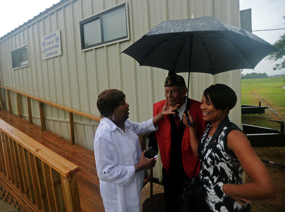 Corine Jones, director of the Foster Grandparent program, left, talks with Grandpa Oscar Cole, center, and his granddaughter Michelle LaCour on Thursday afternoon. People gathered Thursday afternoon at Boys Haven to name the newest building on the campus in honor of Grandpa Oscar Cole, who has donated his time to the school for more than two decades. Cole has been volunteering for 20 years through the Foster Grandparent program at the facility. Photo taken Thursday 7/17/14 Jake Daniels/@JakeD_in_SETX Photo: Jake Daniels / ©2014 The Beaumont Enterprise/Jake Daniels