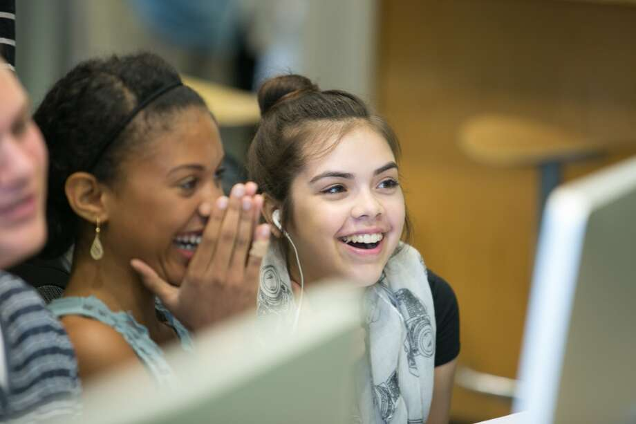 WonderWorks students reviewing their movies during the editing process. (photo by Fernando Castaldi)