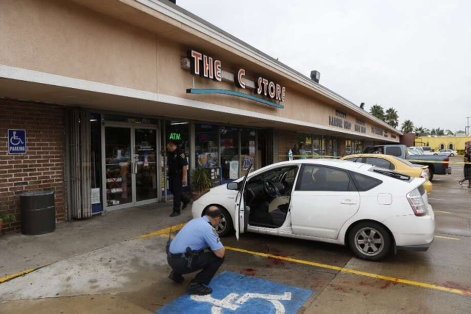 A security guard was wounded in a shooting Friday morning west of downtown. The shooting happened about 10:30 a.m. at 1415 Richmond near Mandell in the Montrose area, according to the Houston Police Department. Photo: Cody Duty / Houston Chronicle