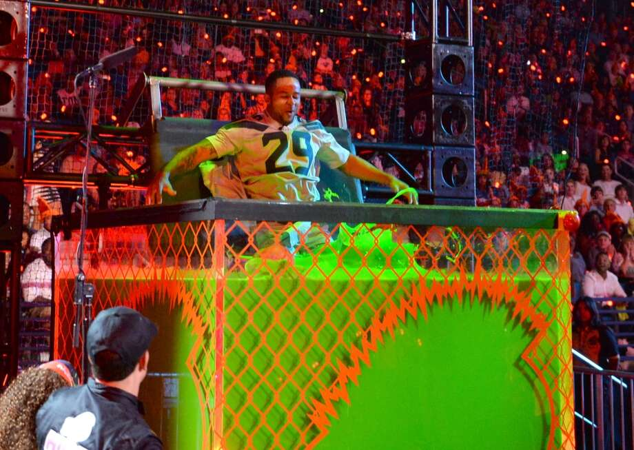Earl Thomas gets dunked onstage during Nickelodeon Kids' Choice Sports Awards 2014 at UCLA's Pauley Pavilion on July 17, 2014, in Los Angeles. Photo: Kevin Winter, Getty Images