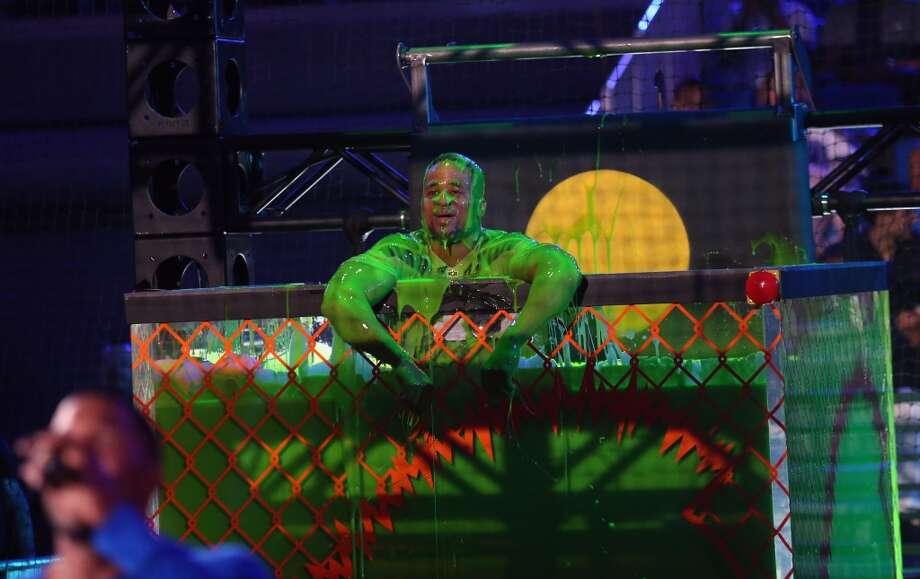 Host Michael Strahan (L) and NFL player Earl Thomas speak onstage during Nickelodeon Kids' Choice Sports Awards 2014 at UCLA's Pauley Pavilion on July 17, 2014, in Los Angeles. Photo: Mark Davis, Getty Images