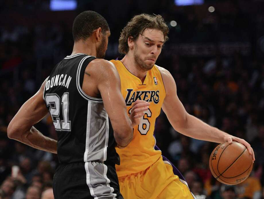 Los Angeles Laker center Pau Gasol (No. 16), shown here driving against Tim Duncan, made a bad move by switching to the Bulls instead of the Spurs, according to a reader. Photo: Harry How / Getty Images / 2012 Getty Images