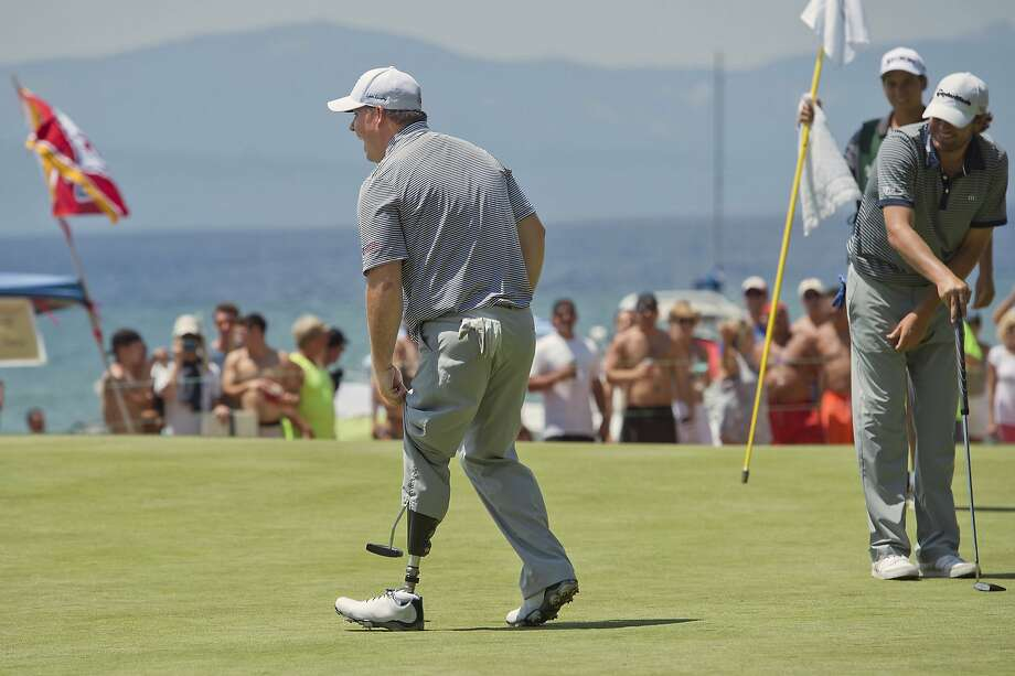 Chad Pfeifer reveals his prosthetic leg before his impromptu dance on the 17th green at Edgewood Tahoe. Photo: Randall Benton, Associated Press