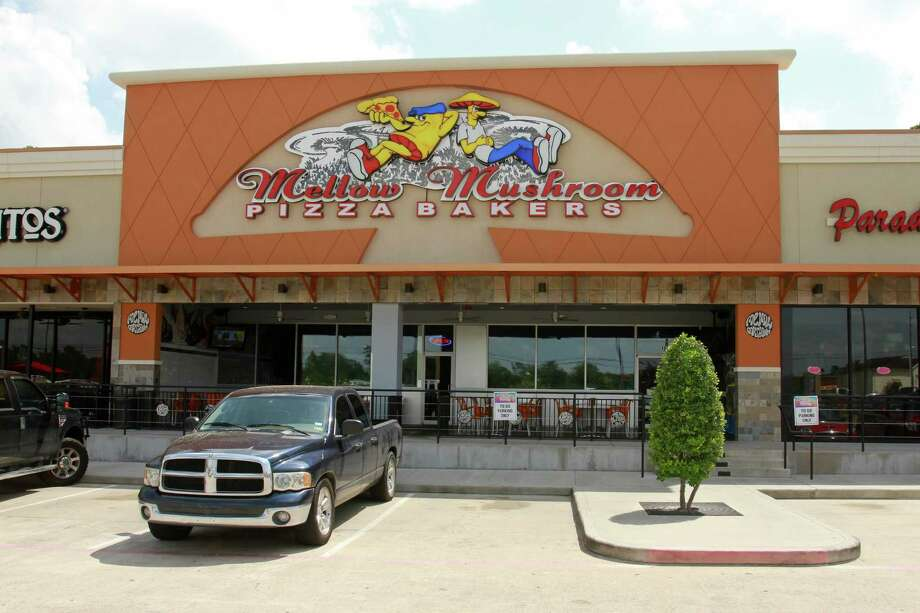 (For the Chronicle/Gary Fountain July 3, 2014) Mellow Mushroom Pizza Bakers on Stuebner Airline Road in Spring, Texas. Photo: Gary Fountain, Freelance / Copyright 2014 by Gary Fountain