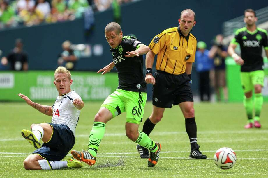 Midfielder Osvaldo Alonso (6) steals the ball. Photo: JOSHUA BESSEX, SEATTLEPI.COM / SEATTLEPI.COM