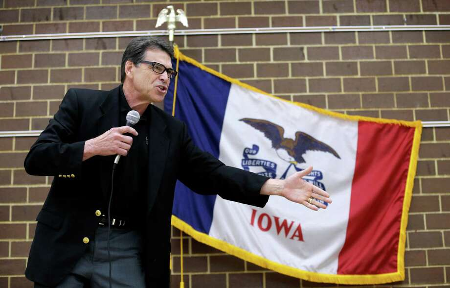 Texas Gov. Rick Perry, apparently back on the presidential stump, woos Republican Party activists Saturday in Algona, Iowa. Photo: Charlie Neibergall, STF / AP