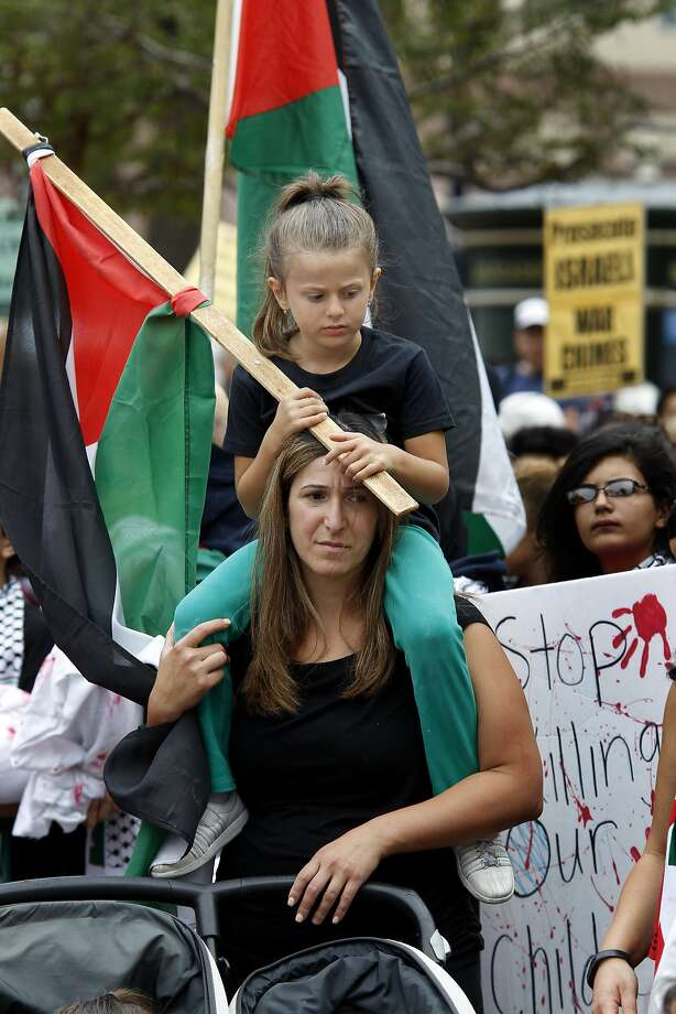 May Azar and daughter Jolene at Sunday's protest against Israel. Photo: Brant Ward, San Francisco Chronicle