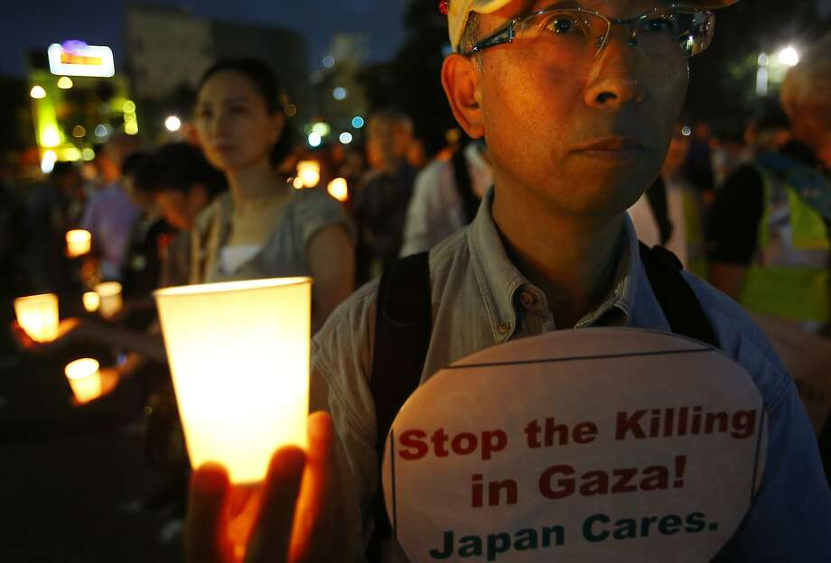 Japanese protesters hold candles during a demonstration in Tokyo against Israel's military offensive in the Gaza Strip. Photo: Shizuo Kambayashi, Associated Press