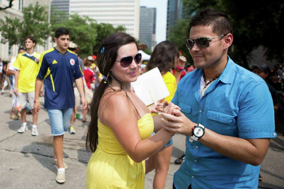 Couples enjoyed the danceable music as well as the festive environment at the Colombian Fest 2014, Sunday, July 20, 2014, in Houston. Photo: Marie D. De Jesus, Houston Chronicle / © 2014 Houston Chronicle