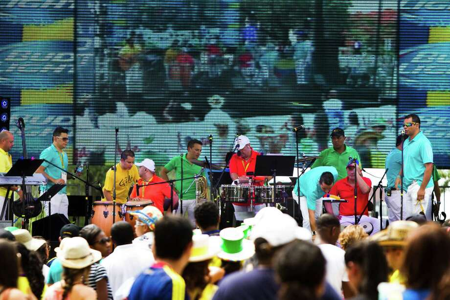 The Grupo Gale gets ready to perform at the Colombian Fest 2014 as the audience keeps arriving, Sunday, July 20, 2014, in Houston. Photo: Marie D. De Jesus, Houston Chronicle / © 2014 Houston Chronicle
