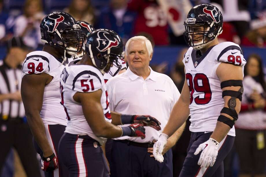 Q. When fans watch Romeo Crennel's 3-4 defense, how can they tell the difference from the 3-4 Wade Phillips used for the last three seasons? Photo: Brett Coomer, Houston Chronicle