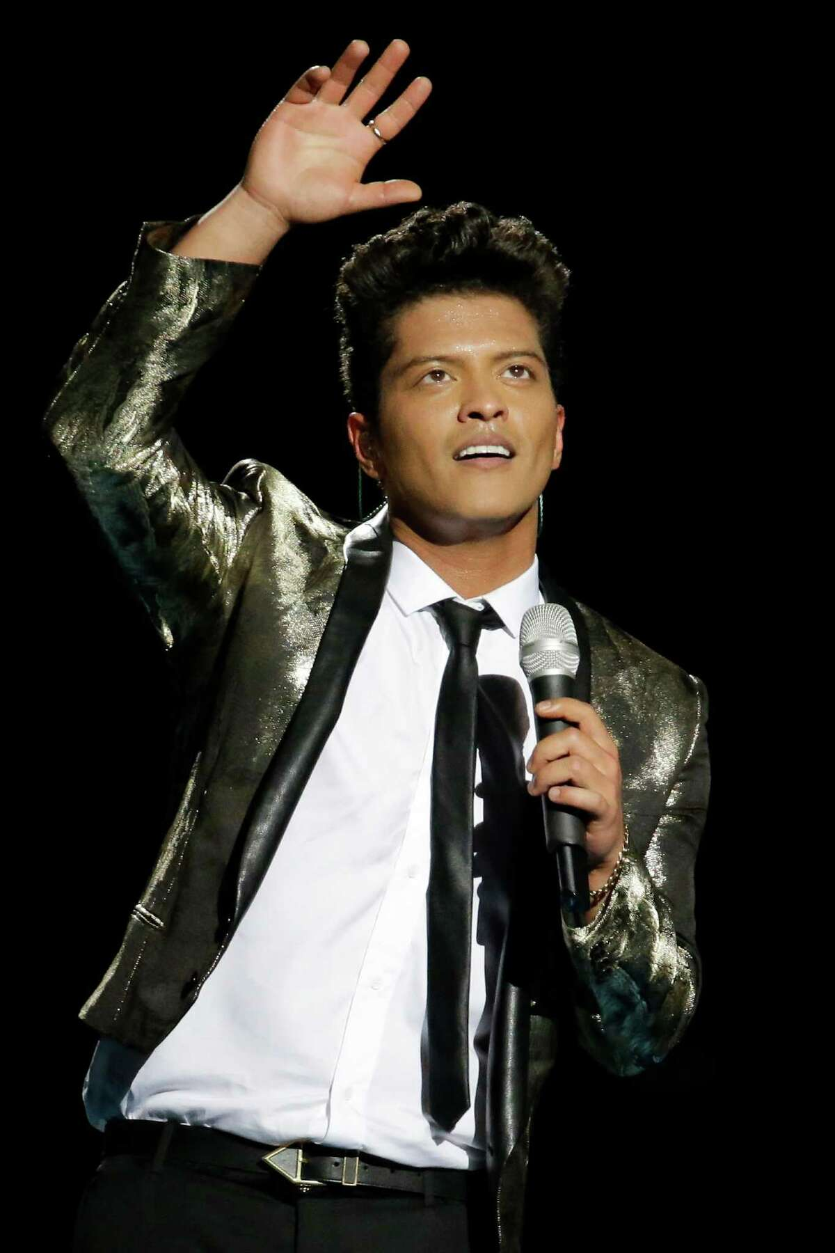 Bruno Mars performs during the halftime show of the NFL Super Bowl XLVIII football game Sunday, Feb. 2, 2014, in East Rutherford, N.J. (AP Photo/Mark Humphrey) ORG XMIT: SB437