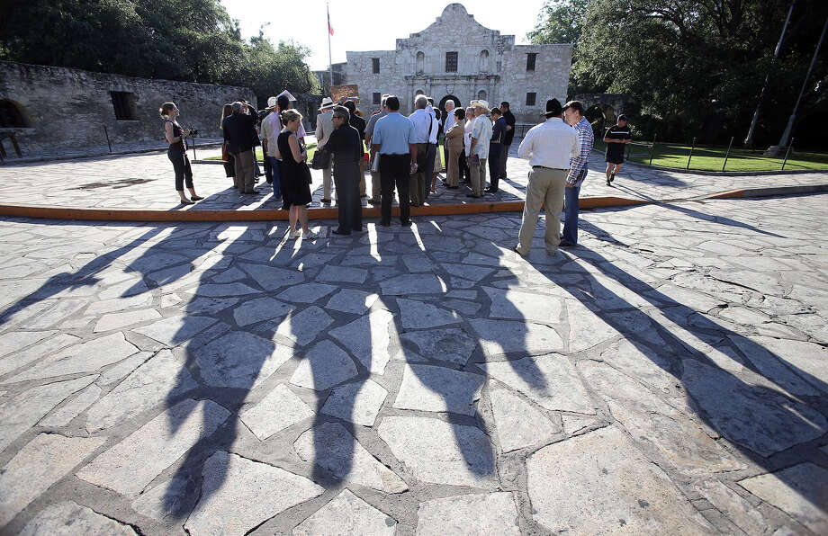 The city's Alamo Plaza Advisory Committee begins its process in May with a tour of the site. Photo: Tom Reel / San Antonio Express-News / San Antonio Express-News