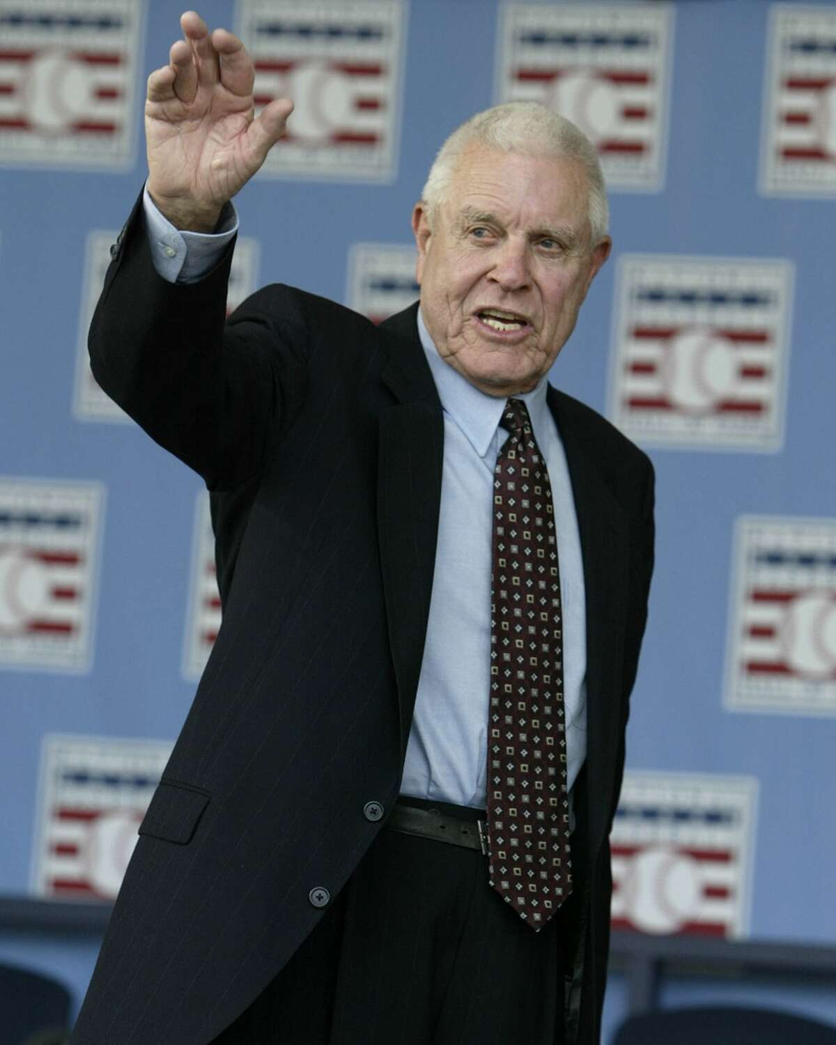 Lon Simmons at the 2004 National Baseball Hall of Fame induction ceremonies in Cooperstown, N.Y. Simmons was the recipient of the Ford C. Frick Award given annually to a baseball broadcaster. (AP Photo/John Dunn)
