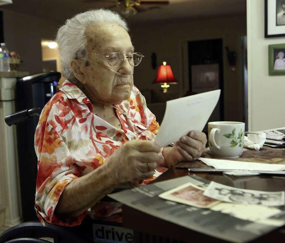 Lucy Coffey, a San Antonian who is the nation's oldest woman veteran, might meet President Barack Obama in Washington. Photo: Helen L. Montoya / San Antonio Express-News / SAN ANTONIO EXPRESS-NEWS