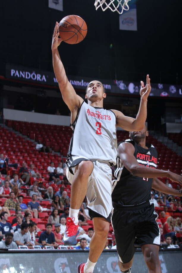 Nick Johnson goes up for a layup. Photo: Jack Arent, NBAE/Getty Images / 2014 NBAE
