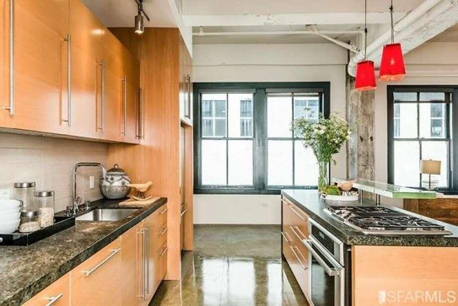 410 Jessie Street, SoMa: Views from the kitchen. Photo: MLS