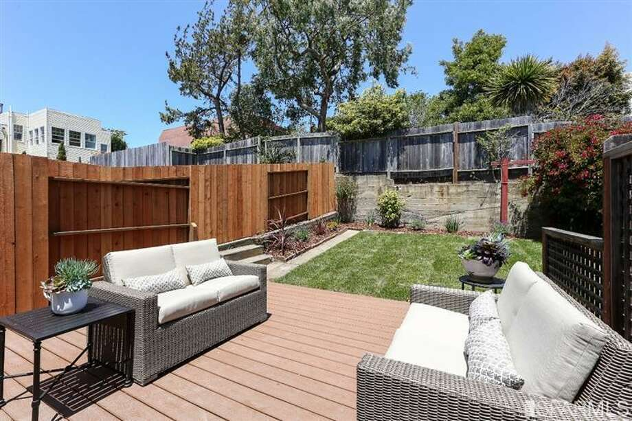 3320 Cabrillo St., Outer Richmond: The backyard and deck. Photo: MLS