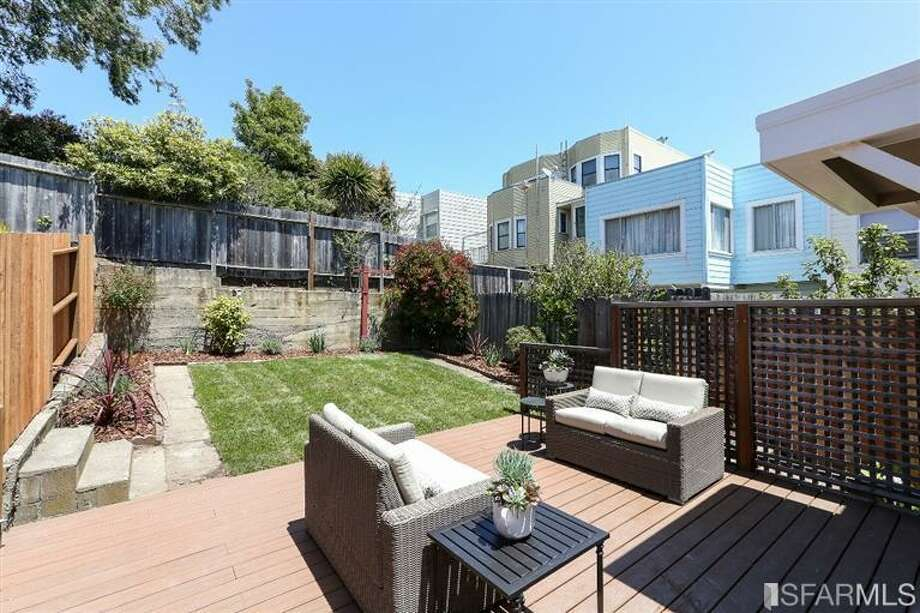 3320 Cabrillo St., Outer Richmond: Another view of the outdoor space. Photo: MLS