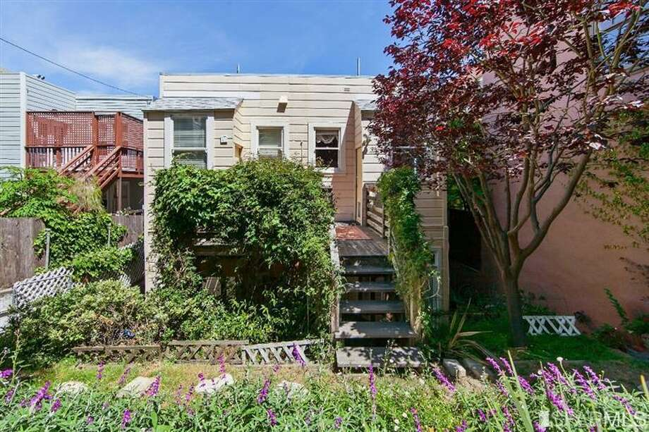 1041 Filbert Street, Russian Hill: A view of the unit from the garden. Photo: MLS