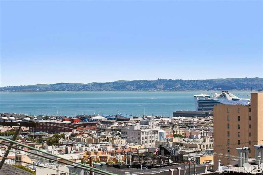 1041 Filbert Street, Russian Hill: Views of the bay. Photo: MLS