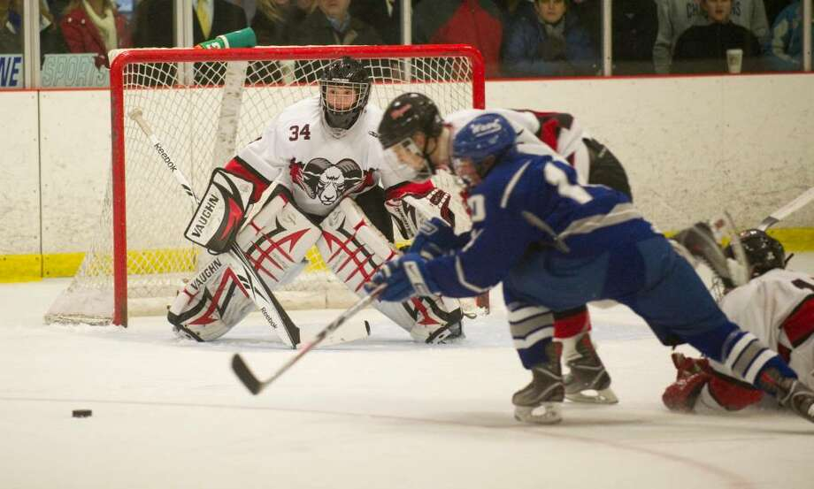 New Canaan's Tim Nowacki defends the goal during an FCIAC boys hockey game in Darien, Conn. on Wednesday, Feb. 3, 2010. Photo: Chris Preovolos, ST / Stamford Advocate