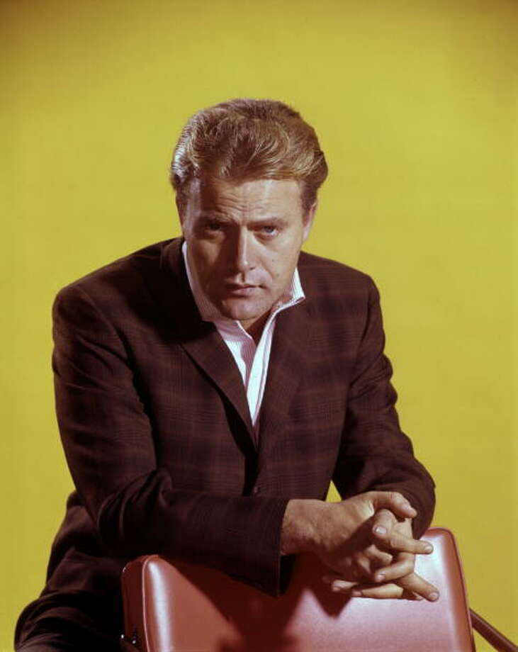 "1982: Vic Morrow ""died in an accident while filming on location for the 'Twilight Zone: The Movie.'"" Source: Wikipedia Photo: ABC Photo Archives, Getty Images / 2007 American Broadcasting Companies, Inc."