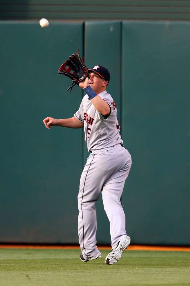 Enrique Hernandez makes a catch on a line drive in the first inning. Photo: RAY CHAVEZ, McClatchy-Tribune News Service