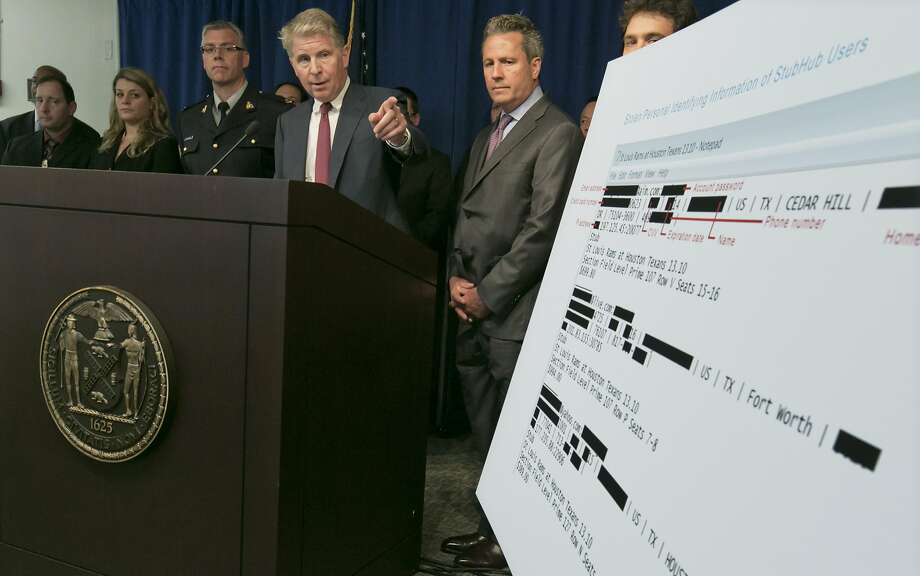 Manhattan District Attorney Cyrus Vance Jr. (center) says the cyberthieves were traced around the globe. Photo: Associated Press